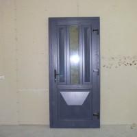 Pilkos lauko durys