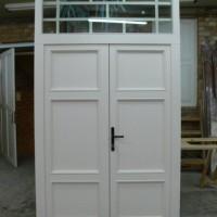 Dviejų dalų baltos durys
