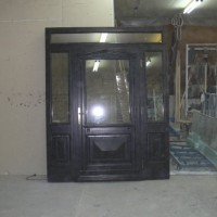 Didelės rudos durys