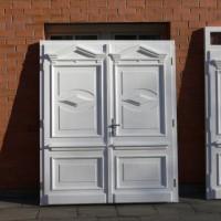 Dviejų dalių baltos durys