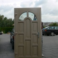 Šviesios durys su langeliu