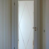 Medinės baltos durys su stiklu