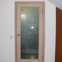 Medinės durys su stiklu