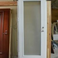 Baltos durys su matiniu stiklu