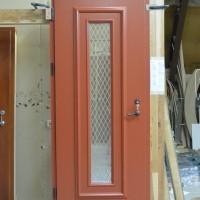 Medinės rudos durys