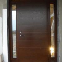 Tamsiai rudos durys