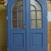 Dviejų dalų mėlynos durys