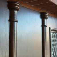 Dviejų dalių rudos lauko durys su stiklu