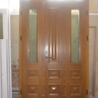 Dviejų dalių rudos lauko durys