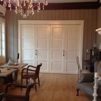 Didelės baltos durys