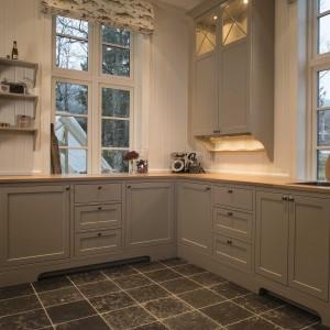 Pilkas virtuvinis baldu komplektas
