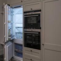 Baltas virtuvinis baldų komplektas su integruota įranga