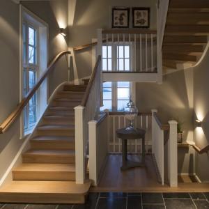 Šviesūs mediniai laiptai