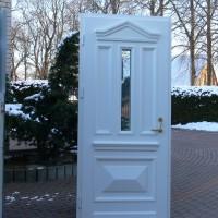Baltos lauko dutys su stiklu