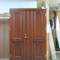Rudos dviejų dalių medinės durys
